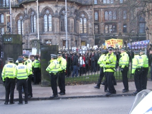"Police and SWP ""stewards"" stop march from leaving Glasgow university campus"